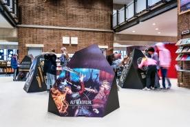 Udstillingen skaber kendskab til vikingesagn og skaber nysgerrighed, så flere får lyst til at låne bogen med sig hjem og læse videre. Foto: Christoffer Askman Photography