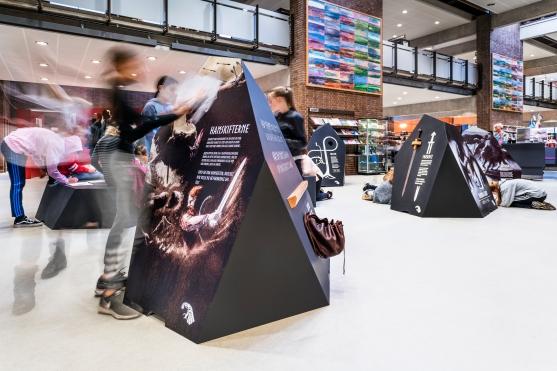 Ligesom de øvrige udstillinger i Fang Fortællingen, kan Heltemod og Hamskiftere lånes af biblioteker i over hele landet. Foto: Christoffer Askman Photography