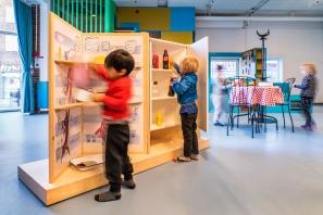 Ligesom de øvrige udstillinger i Fang Fortællingen er også udstillingen baseret på Hr. Struganoff designet til at kunne lånes ud til andre biblioteker. Foto: Christoffer Askman Photography