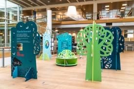 Udstillingerne i Fang Fortællingen kan lånes af biblioteker i hele landet, så hele Danmarks børn kan få glæde af dem. Derfor er udstillingerne fleksible og kan tilpasse forskellige biblioteksrum. Foto: Christoffer Askmann